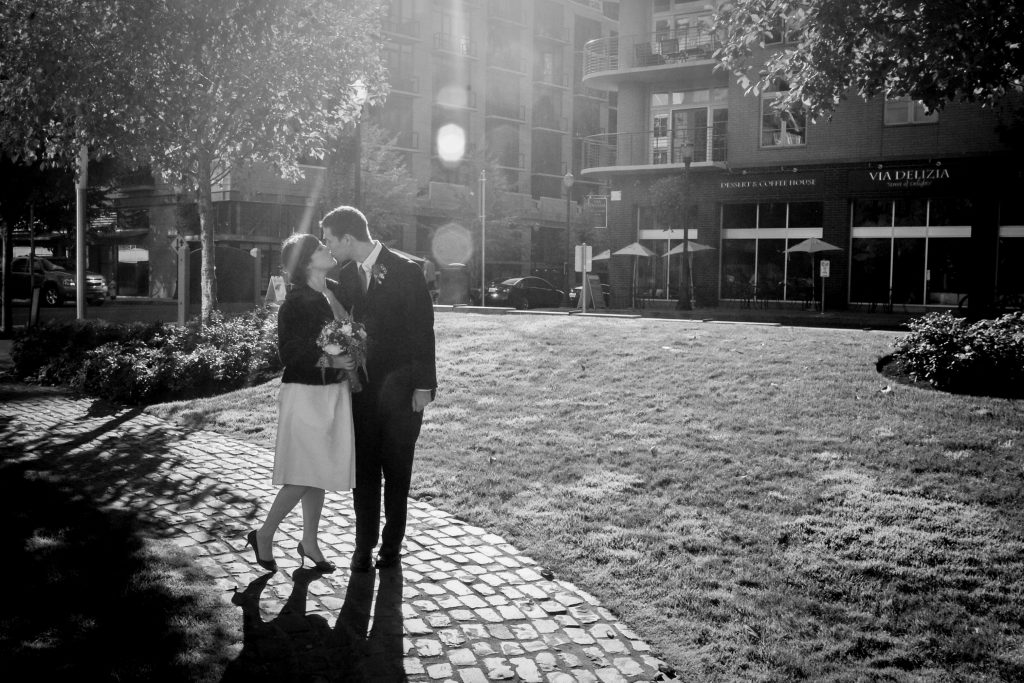 downtown-portland-or-wedding-kiss