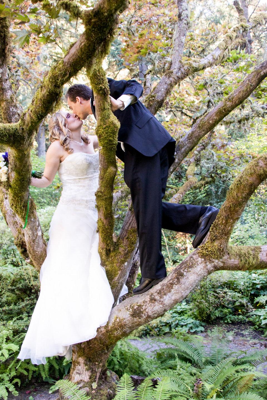 leach-botanical-garens-wedding-kiss-1.jpg