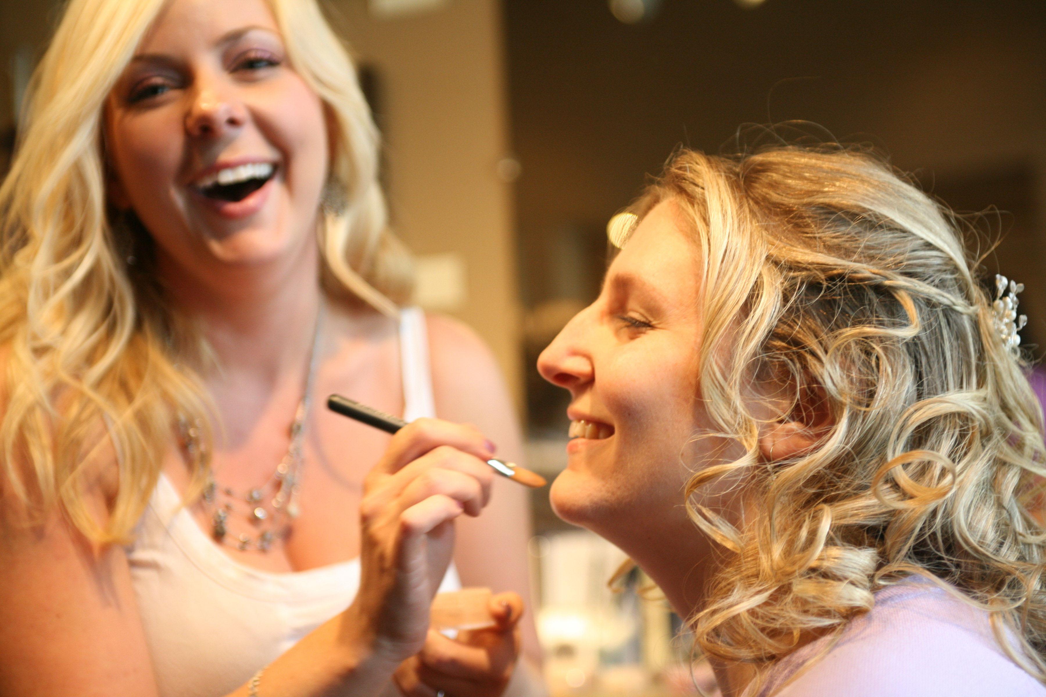 portland oregon bride getting ready