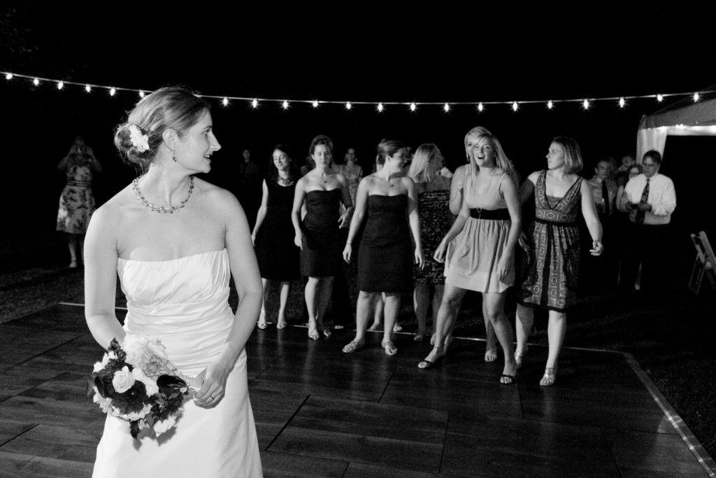 portland-wedding-bouquet-toss