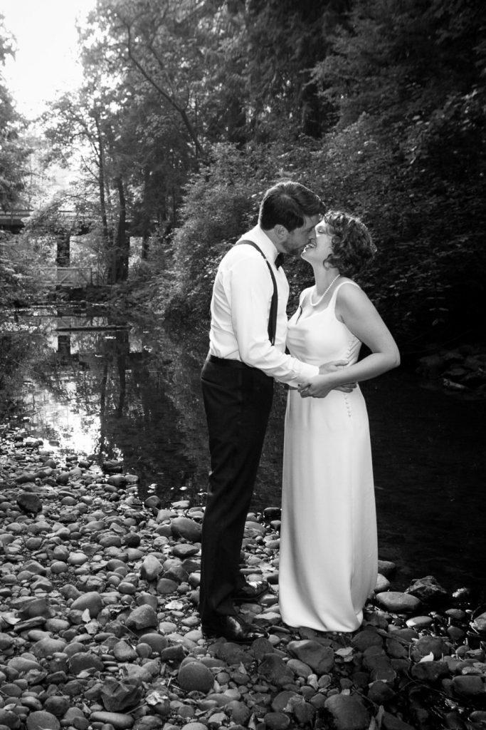 portland-wedding-bride-groom-kiss