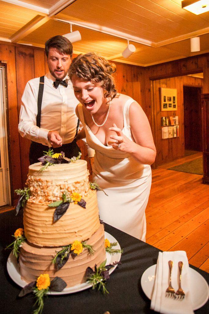 portland-wedding-cake-cutting
