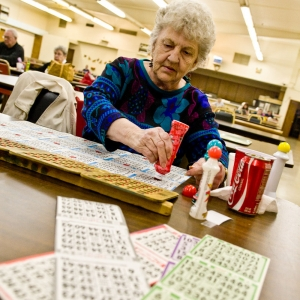 Polly Craft plays bingo on Lombard