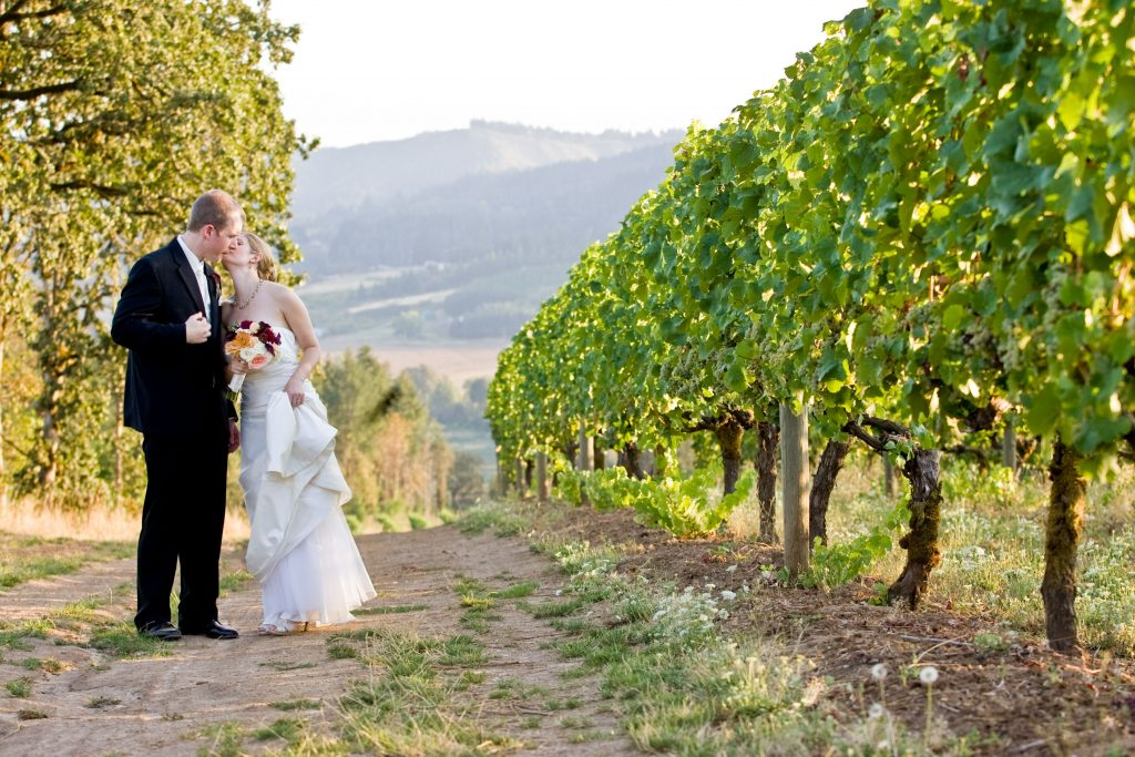 portland-vineyard-wedding-bride-groom-kiss