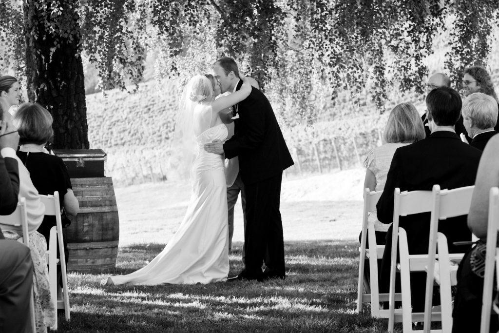 portland-wedding-kiss
