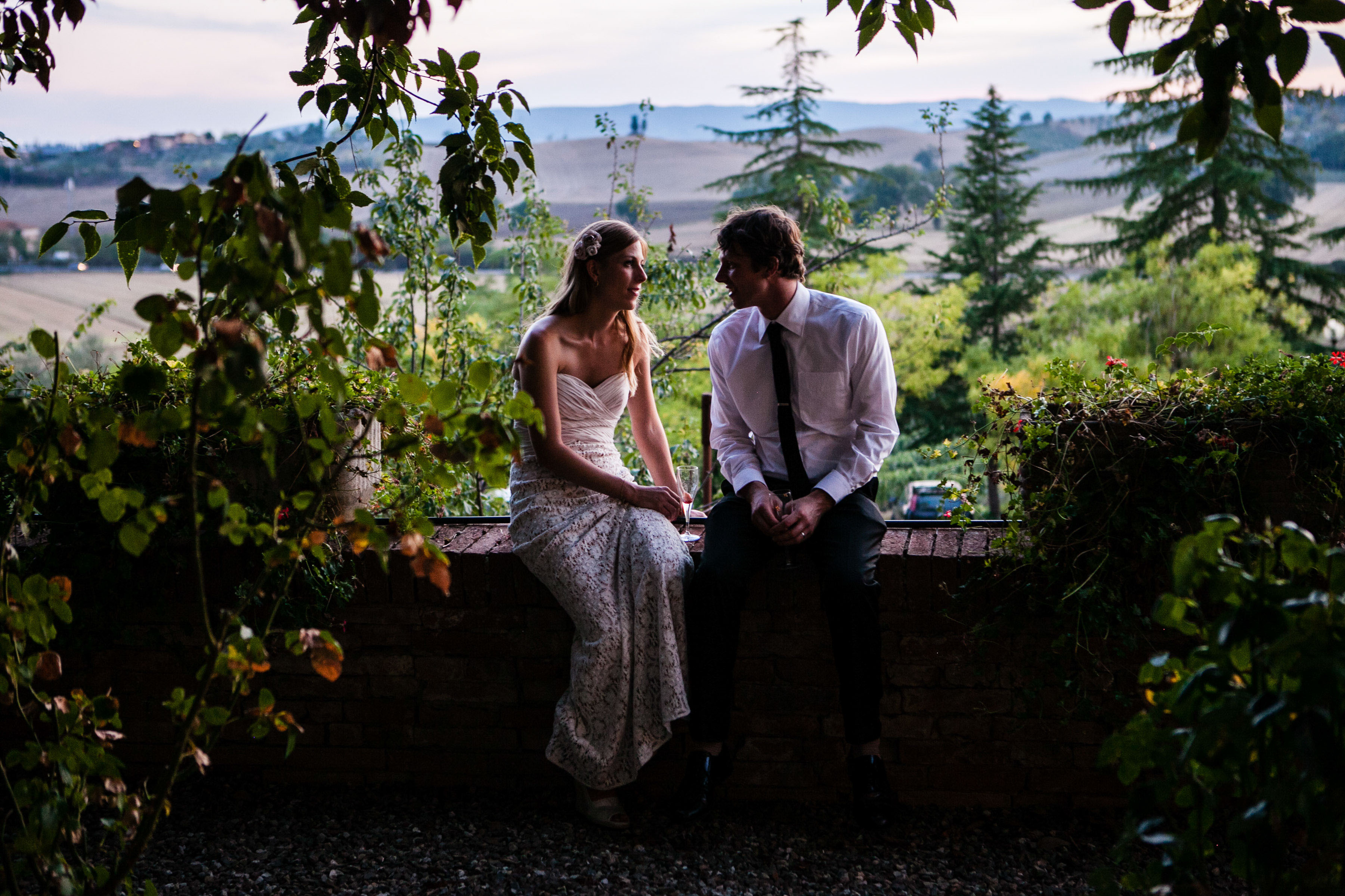 sunset-tuscany-wedding-couple